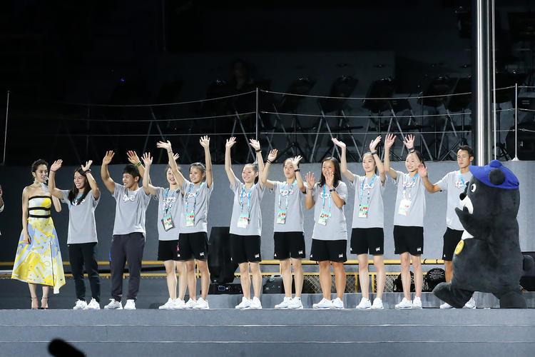 世大運閉幕 中華隊選手向觀眾打招呼