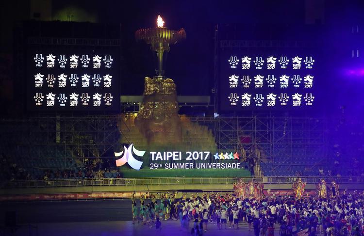 台北世大運閉幕 熄聖火