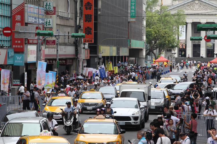 台灣英雄大遊行 民眾聚集(2)