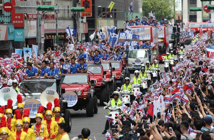 台灣英雄遊行 隊伍行經館前路