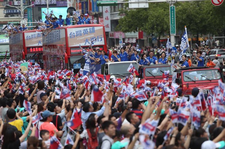 台灣英雄大遊行 民眾為選手喝采(1)