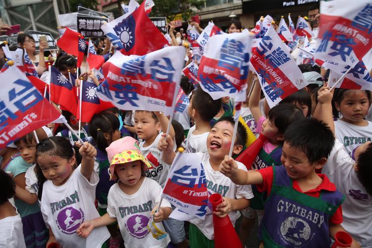 台灣英雄大遊行  民眾為選手喝采(2)