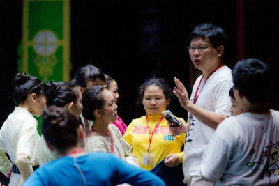 佳音教育基金會「英語劇團」與知名導演吳世偉,攜手帶給小小演員最專業的表演訓練!
