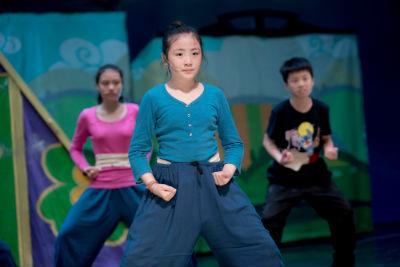 歡迎小朋友加入佳音教育基金會「英語劇團」,一起在舞台上揮灑汗水,展現自我的活力與熱情!