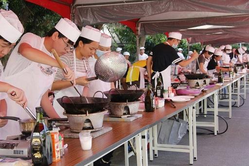 第18屆開平餐飲主廚盃共有近50所國中參賽,全台國中生雲集、互尬廚藝。