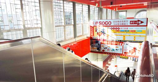 看准庞大的真实人流,许多业者将捷运站视为曝光广告的首选。