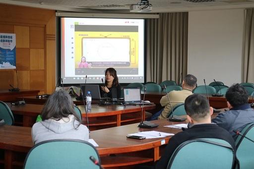 景文科大特別邀請千華數位王銘瑜總經理帶來精采演說。