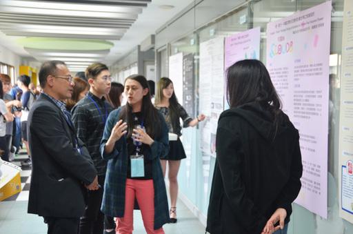 各設計學院師生交流討論最新的研究成果。