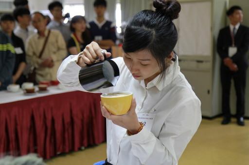 全國校園盃咖啡拉花競賽在中華醫大舉行,選手們拿出本事較量技藝高下