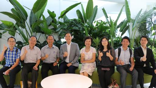 希望夥伴聯盟學校校長於中國信託南港總部16樓合影