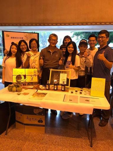 麻豆嘉慶文旦園粉絲團經營組獲得第一名(企管系提供)