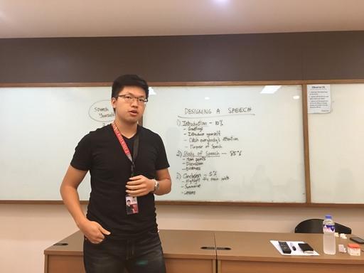 中信金融管理學院劉同學執行LPU學伴指派的作業-英文演說,因其穩健台風獲得學伴一致的青睞
