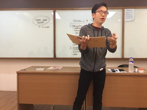 中金院陳同學在英文演說中即興演唱,帶動現場氣氛,博得滿堂彩