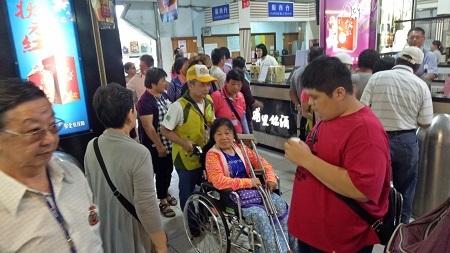 苗栗縣救國團帶領身障朋友展開「擁抱青山綠水、彩繪生命故事」陽光之旅