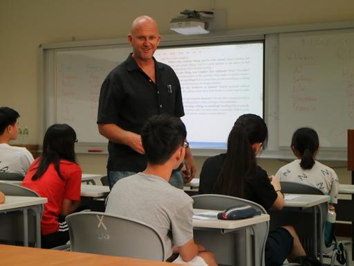 中信國際實驗教育機構外師Henry老師教授學生如何與他人建立友誼