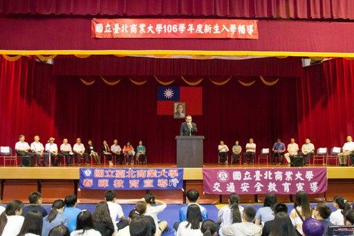 劉瀚宇副校長鼓勵同學跟著老師的腳步一同前進,未來一定能成為企業主最想要的人才。