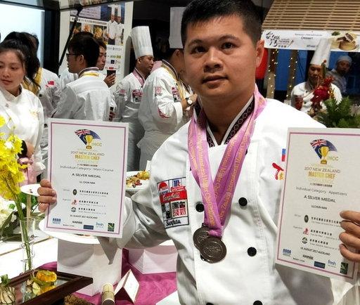 呂俊男在「紐西蘭國際名廚挑戰賽」摘雙銀。