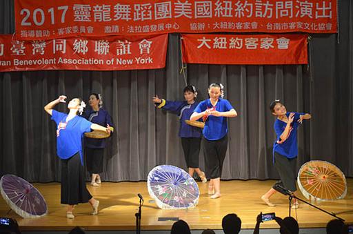 3.靈龍舞蹈團於紐約法拉聖圖書館演出情形。
