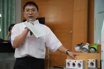 遠東科大資管系老師謝哲人解說作品「監控機台異常狀態方法及其系統」