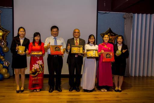 高應大54週年校慶活動為歡迎國際姊妹校外賓,由該校觀光管理系師生研發的「月餅禮盒」,特於中秋節前夕對外發表。