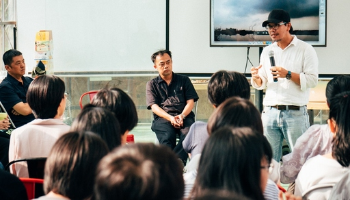紀錄片《離岸》導演、數媒系系主任林家安分享《離岸》短版作品。