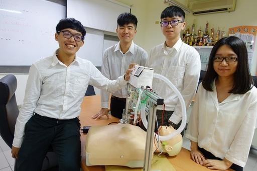 圖說二:《智慧型心肺復甦裝置》團隊與作品示範