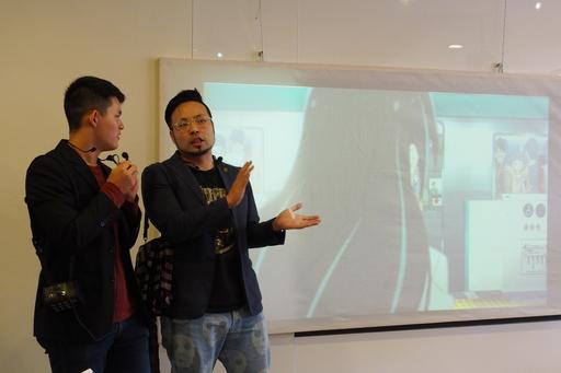 京都地下鐵動畫製作公司社長佐野Ryota(右一)講解展示作品《搭地下鐵吧!》