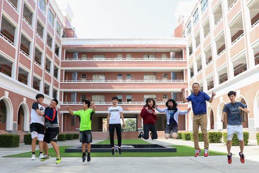 臺南市中信國際實驗教育機構(CTBC International Academy)不再以單一分數及排名評斷孩子的表現,孩子的任務是挑戰自我、超越自我、實現自我,在每一個個體的專屬領域裡,他們都是最閃亮的那顆星