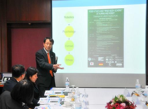 日本公益財團法人大學基準協會(JUAA)理事長 Dr. Kyosuke NAGATA 進行簡報