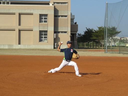 中信金融管理學院棒球隊背號26號陳俊毅選手,調整投球動作後球路更刁鑽,讓對手難以招架