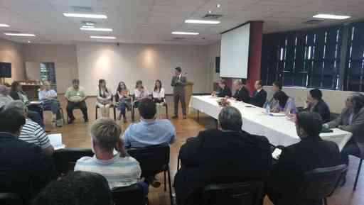 考察團與巴國工商部官員及茶葉業者座談