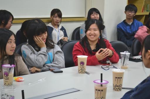 屏東科技大學國際財經金融學程學生與六角國際企業同仁互動