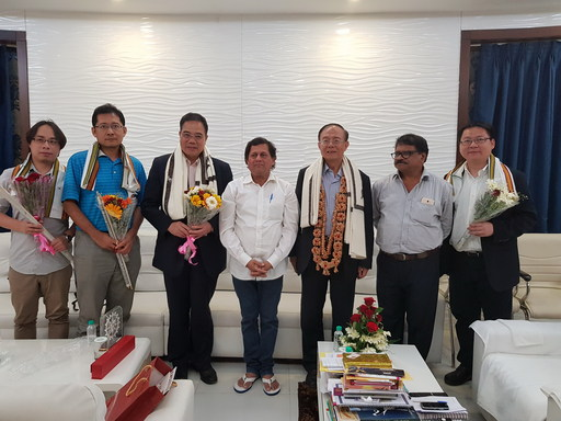 南華大學林聰明校長(右3)率團隊與Prof. Achyuta Samanta(中)會談,就雙方在教學及研究上之交流交換意見並合影留念。
