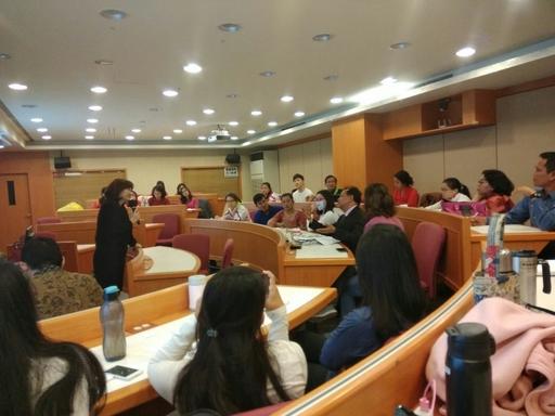 諾門森大學師生至外文系吳文琪特聘教授的「科技與語言教學」課堂進行課程體驗。