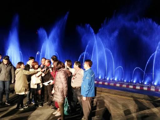 由新北市長朱立倫主持開幕啟動水舞秀儀式。