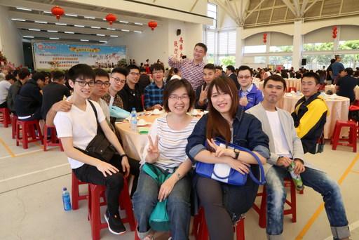 南華大學校友回娘家,舉辦「蔬食饗宴」歡慶22週年校慶。