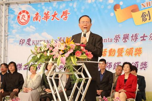 南華大學校友回娘家,舉辦「蔬食饗宴」歡慶22週年校慶,林聰明校長致詞。