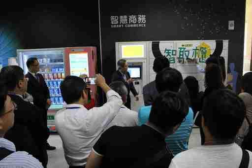 智慧零售實作教學中心場域負責人行銷系助理教授歐宗殷解說智慧購物的消費體驗