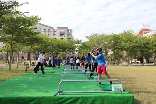 中信金融管理學院特色高爾夫球體育課,大灣高中學子們開心體驗高球揮桿樂趣