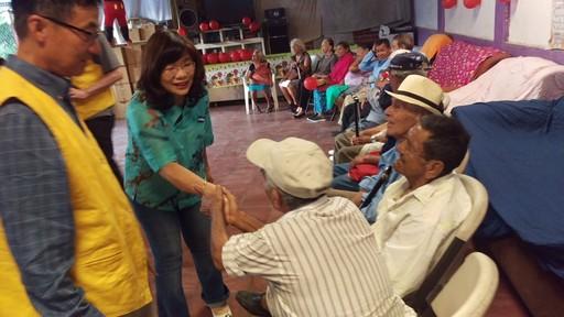 幫幫基金會鮑會長一行與謝妙宏大使探視苟胡德貝給(Cojutepeque)市老人院
