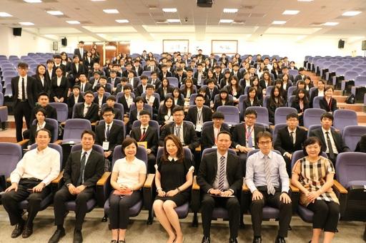 培養「國際金融家」!中信金融管理學院邀中信金控邱雅玲資深副總(第一排左三)到校講課,傳授財務心法。