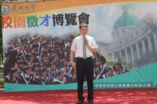勞動部勞動力發展署中彰投分署長陳瑞嘉勉勵求職者,累積職場工作經驗。