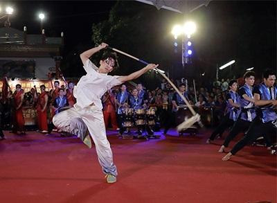 龍華科大龍韻鼓陣社,來自海青班同學以柔軟有力的英姿,吸引全場目光。