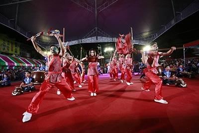 龍華科大龍韻鼓陣社,兵器對決橋段引起現場觀眾連連喝采。