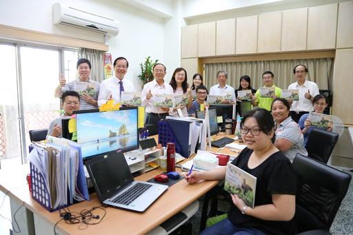 南華大學「大學社會責任實踐計畫專案辦公室」正式揭牌啟用,並出版大林生態之美攝影集。