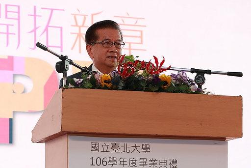 國策顧問徐重仁勉勵臺北大學畢業生終身學習