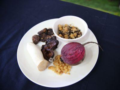 月桃纖菇粽餡料食材。