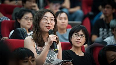 現場學生踴躍提問。