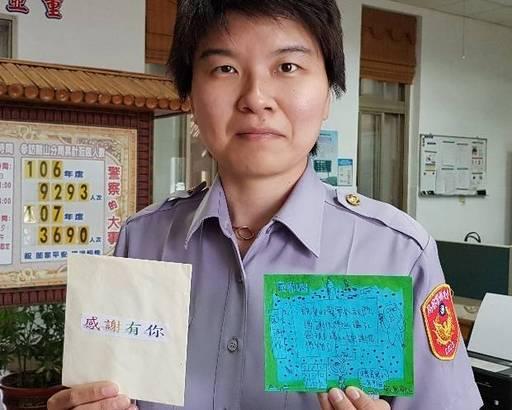 派出所「快閃」!台東德高國小學童送卡片祝波麗士「警察節快樂」!