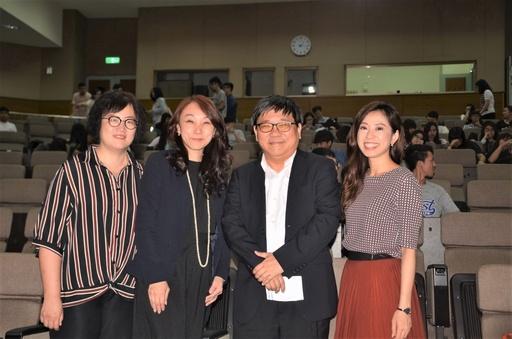 景文科大辦理「2018財經高峰會」演講者與景文科大副校長李弘斌(右2)及財稅系張主任(左1)合影。
